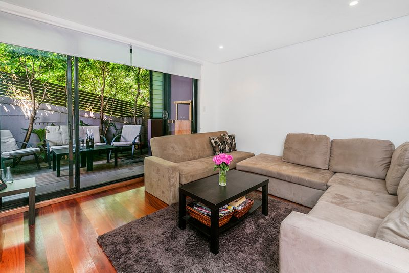 SUPERB BEACH LIFESTYLE AND LOCATION! - Queenscliff