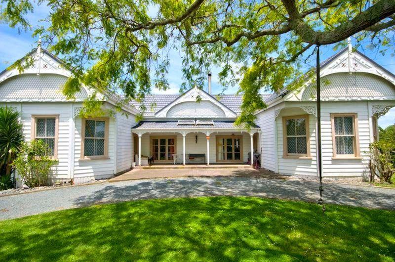 Grand Double Bay Villa with Grazing - Wellsford