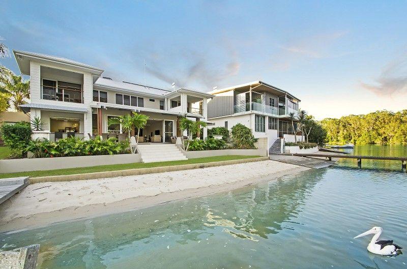 Prestige Waterfront Property on Noosa Sound - Noosaville