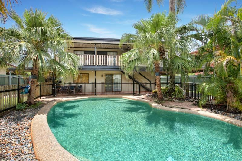 ROOM TO ENTERTAIN AND MORE - Gordonvale