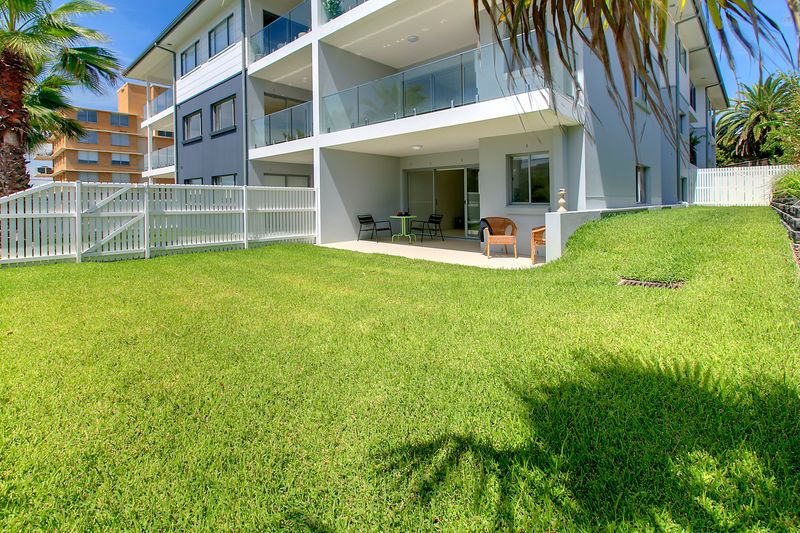 Move in NOW!  2 Courtyards! 2 Bedrooms! Across from the Beach! Brand New! - Collaroy