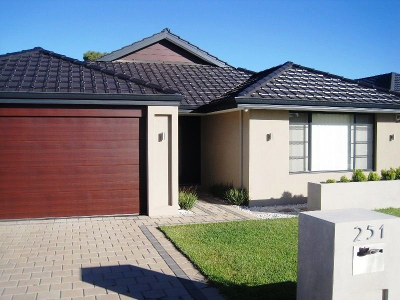 PRIME LOCATION - APPLICATIONS ACCEPTED AT HOME OPENS - Canning Vale