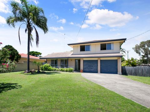 Burleigh Waters, 12 Curlew Crescent