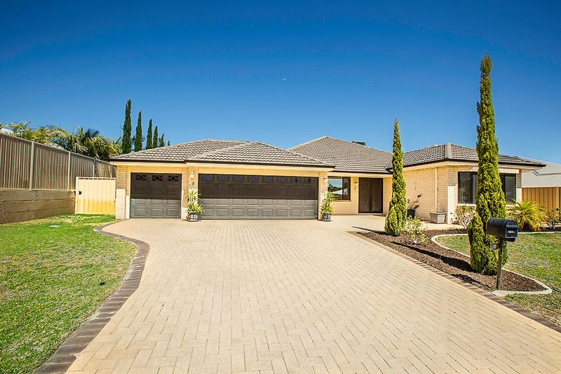 Excellent Large Family Home At An Exceptional Price - Australind