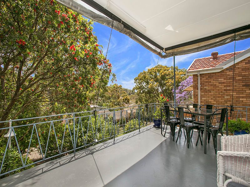 Top Family Home In Great Location - Oyster Bay