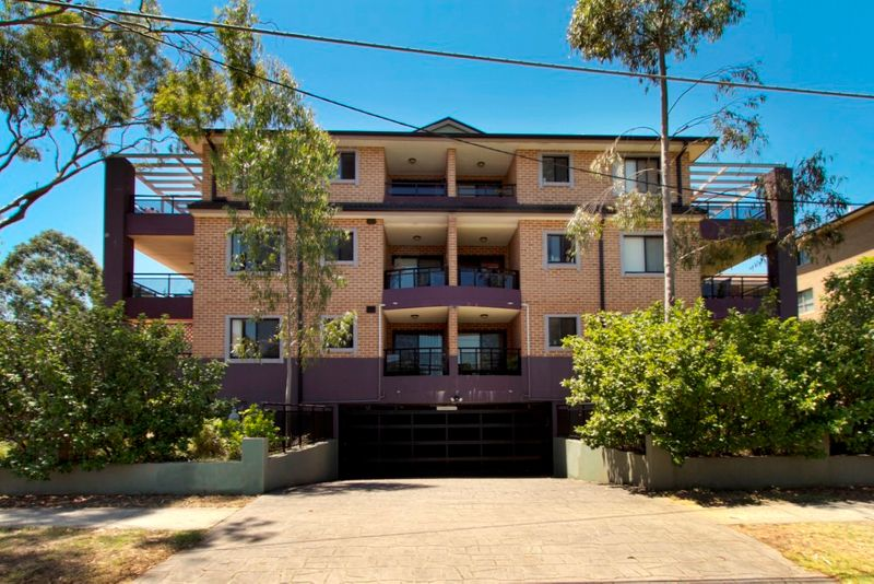 IDEAL DOCTORS/NURSES RESIDENCE - OPEN HOUSE: 03/02/15 AT 4.00PM - Kingswood