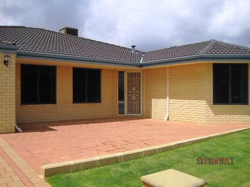 LARGE LIVING - APPLICATIONS ACCEPTED AT HOME OPENS - Canning Vale