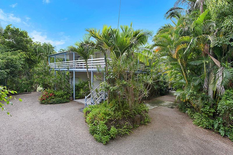 On Golden Pond - 5 Acre Paradise 500 Metres From The Heart Of Plamwoods - Palmwoods