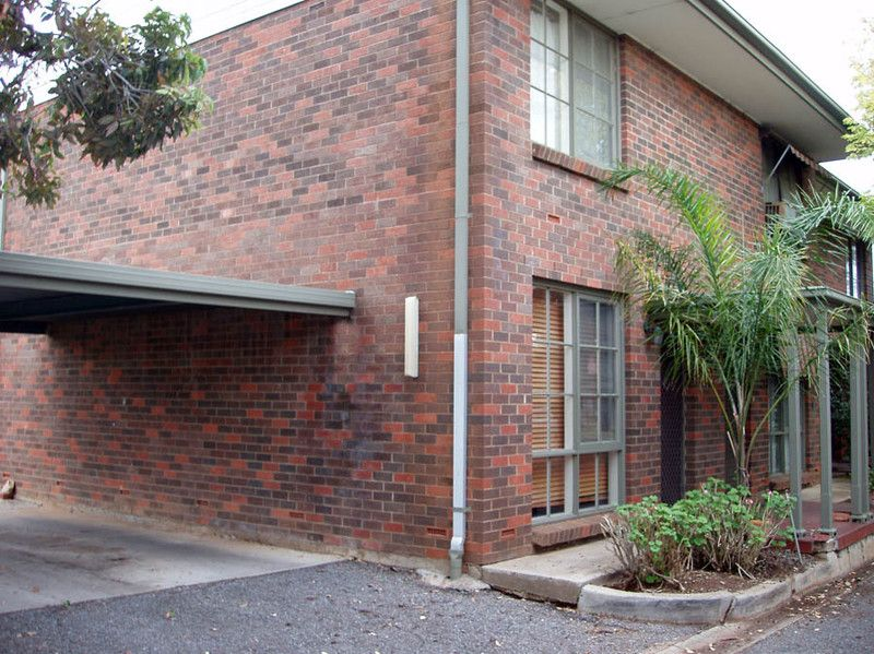 FRESHLY PAINTED - GREAT LOCATION -  2 bedroom townhouse - Hectorville