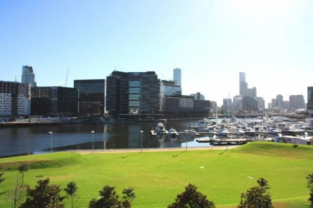 INCREDIBLE LIFESTYLE WITH AMAZING VIEW - Docklands