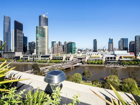 Melbourne, 1404/555 Flinders Street