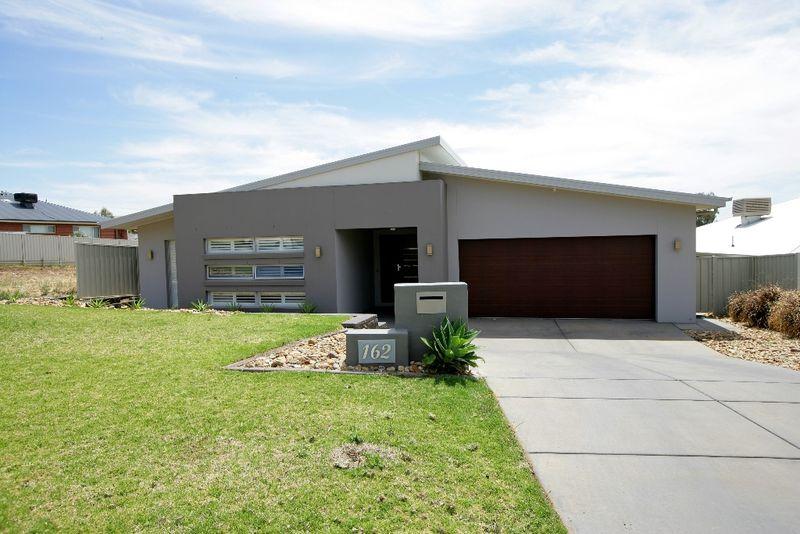 Sensational Family Home!! - Wagga Wagga