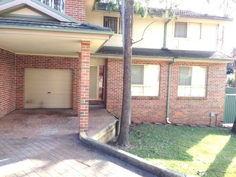 MODERN 3 BEDROOM TOWNHOUSE - - Penrith