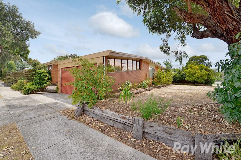 A 3 Bedroom, 2 Bathroom Home On A Corner Block - Scoresby
