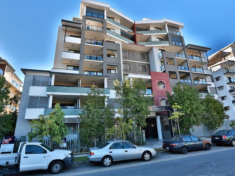 Modern first floor apartment with huge balcony $ free power - Chermside