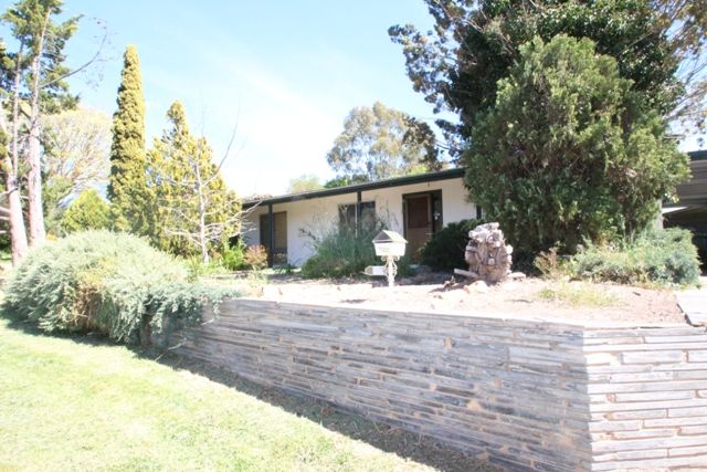 Three Bedroom Home with Large Backyard - Clare