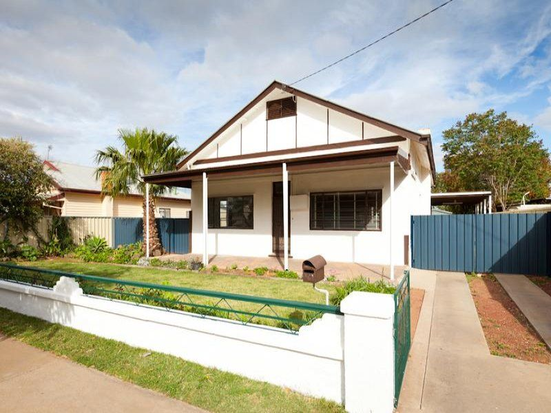 VERY AFFORDABLE OLDER STYLE FAMILY HOME - Mildura