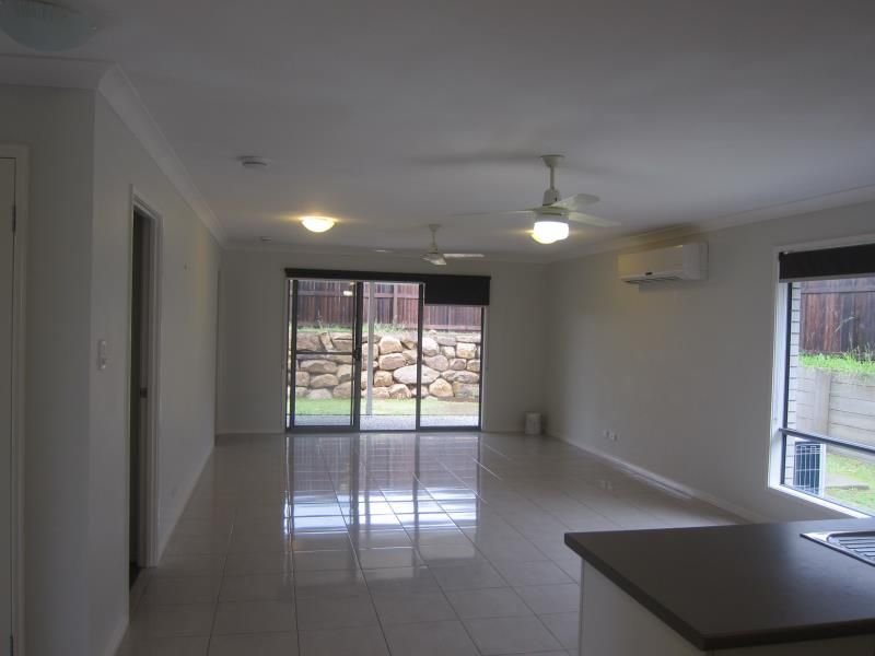 ONE WEEK'S RENT FREE! WONDERFUL FOUR BEDROOM HOME - SITS ON THE HIGH SIDE OF THE STREET - Goodna
