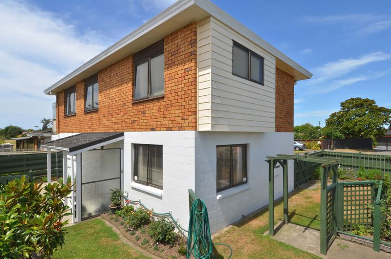 Solid 1980's Townhouse - Mount Maunganui