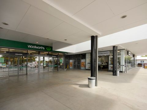 Chinchilla, Shop Woolworths Centre