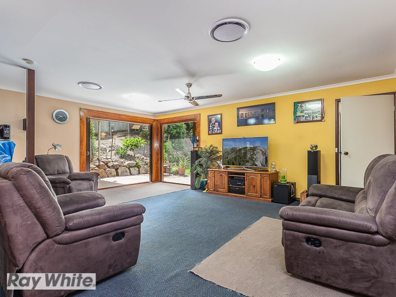 BIG FAMILY HOME -ALL REASONABLE OFFERS CONSIDERED - Petrie