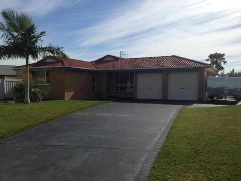 Forster, 8 Tandara Place