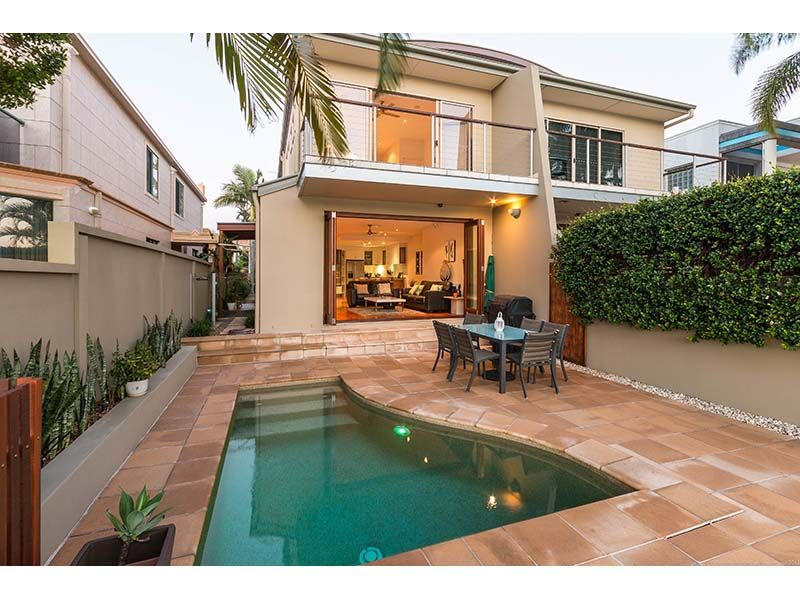 Fabulous Main River Position - Modern Villa With Wide Water Views - A Rare Opportunity - Chevron Island