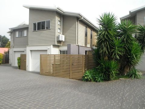 East Toowoomba, Unit 3/4B Herries Street