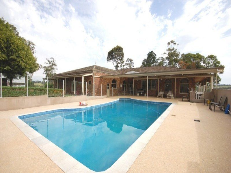 FIVE STAR RESORT STYLE LIVING ON ACREAGE PLUS SHEDDING AND ONE BEDROOM UNIT THAT YOU CAN SUBLET TO REDUCE YOUR RENT!!! - Wandin East