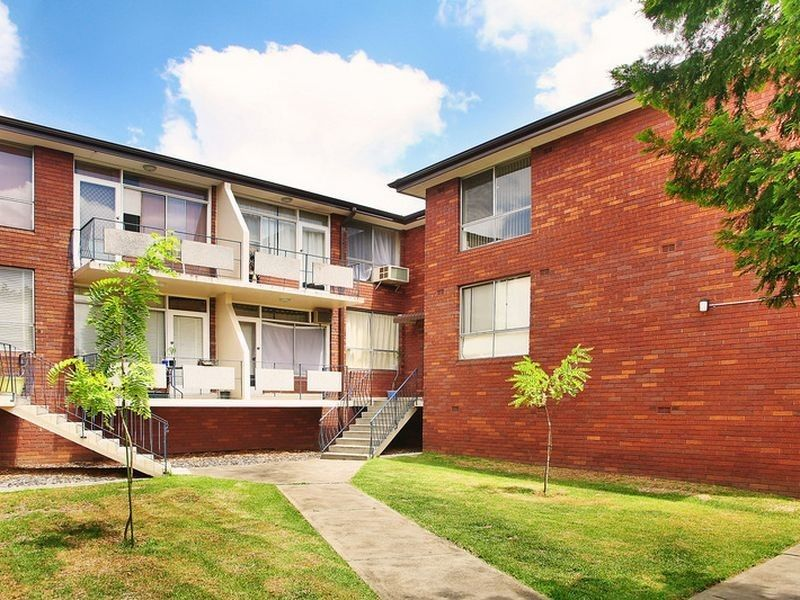 2 Bedroom Unit in a Small Complex with Garage - Concord
