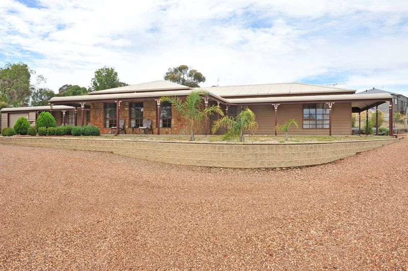 Elevated Outlook on Over an Acre - Kangaroo Flat