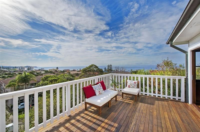 Sundrenched Cottage with Panoramic Views - 350m To The Ocean - Collaroy