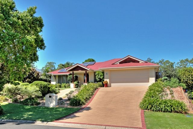 EXCEPTIONAL HOME SET IN A QUIET FAMILY   FRIENDLY LOCATION - Underwood