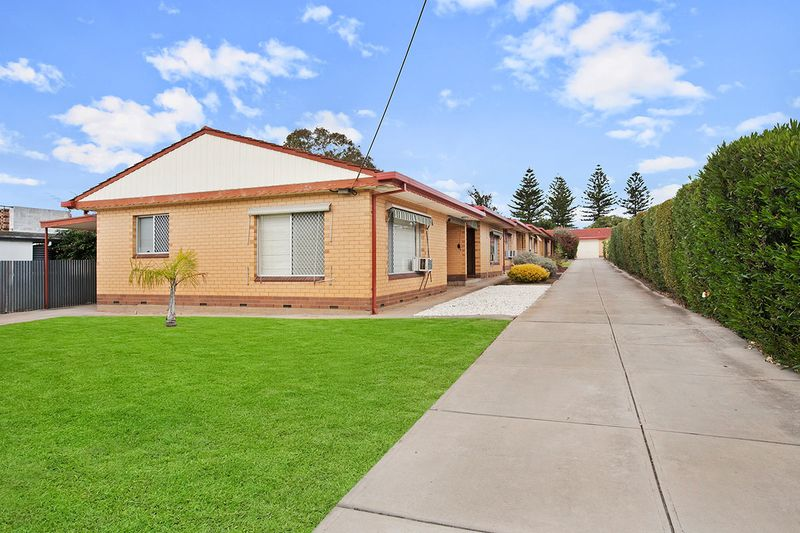 Spacious unit with attached parking - Henley Beach