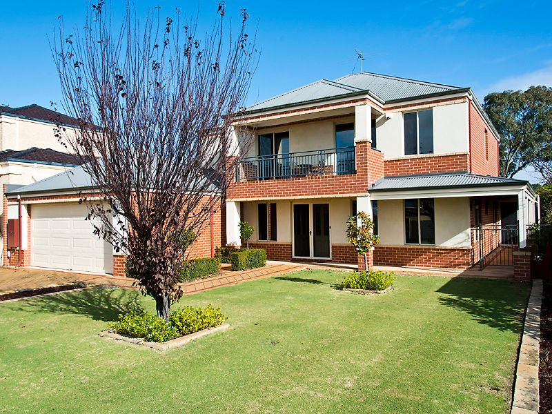PRESTIGIOUS 4 BED 3 BATH HOME WITH POOL - Canning Vale