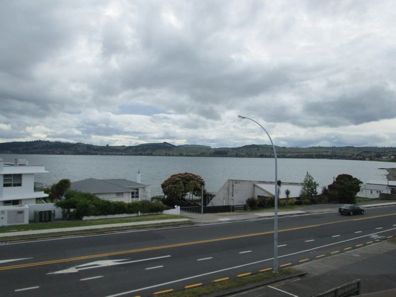 Apartment Living At The Lake Edge - Waipahihi