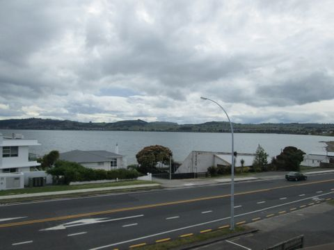 Waipahihi, 7/208A Lake Terrace
