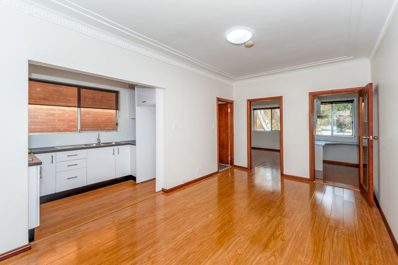 Totally Renovated One Bedroom Apartment - Mascot