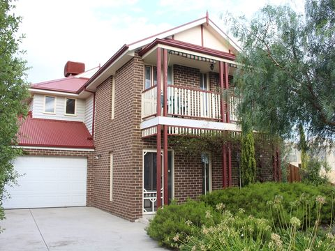 Point Cook, 104 Foxwood Drive