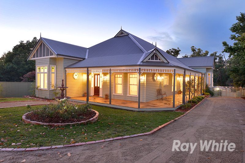 A Stunning Harkaway' Family Home On Around 1/2 An Acre - Upwey
