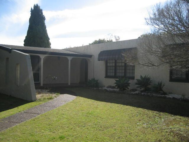 Large Spanish Style 4 Bedroom Family Home - Rangeville