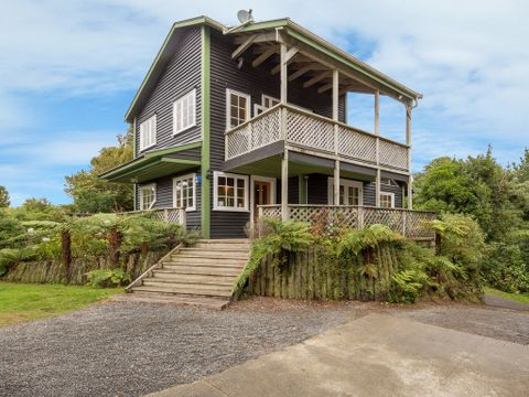 Blue Mountains, 102 Avro Road