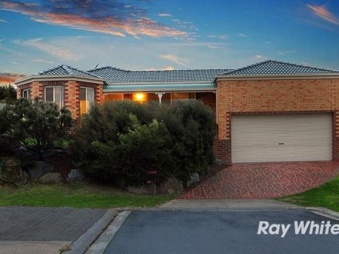Cranbourne East, 7 Aveley Place