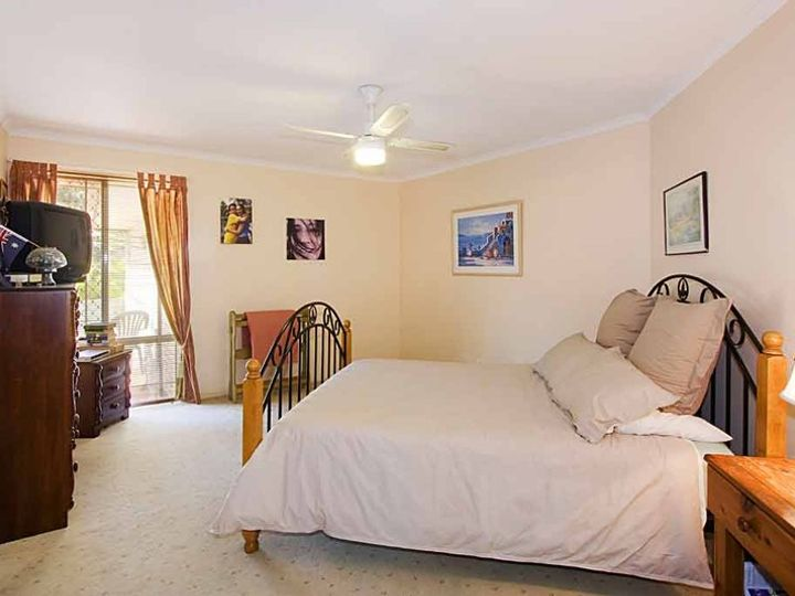 1 Beaconsfield Drive, Burleigh Waters, QLD