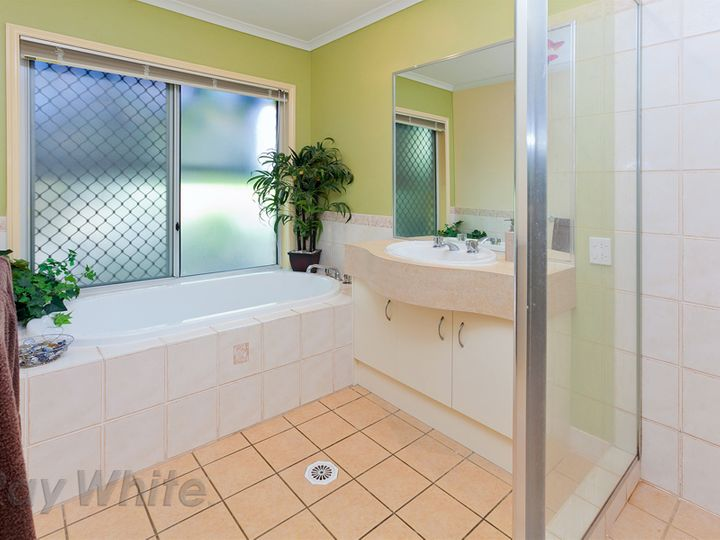 9 Kertes Road, Camira, QLD