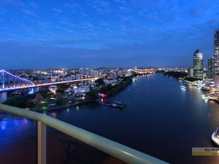 Superb Riverfront Living with Spectacular Views - Brisbane