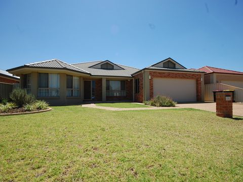 Griffith, 39 Calabria Road