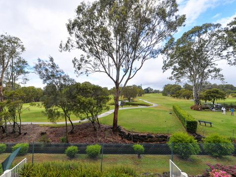 Southport, 37 'Surfers Links' 5 Bronberg Court