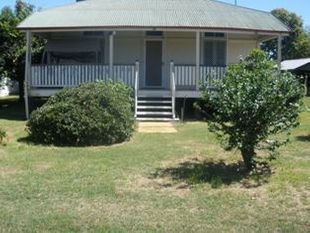 2 Bedroom House- Great Location - Goondiwindi