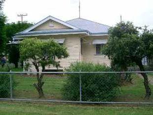 3 Bedroom House with Backyard - Goondiwindi